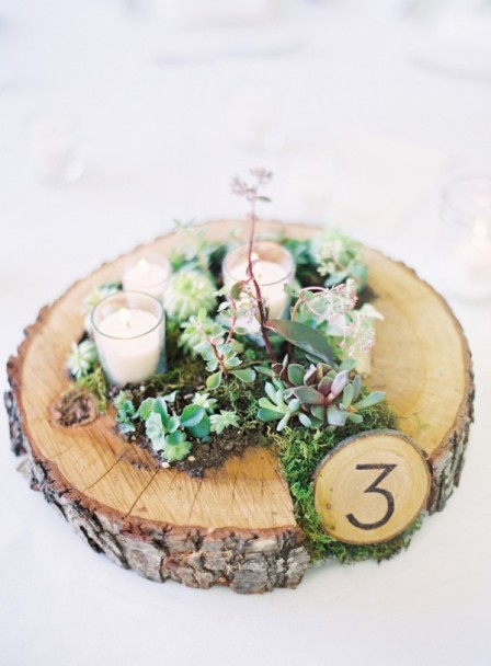 Succulent-Moss-and-Votive-Arrangement-on-Tree-Trunk-Stand-600x815